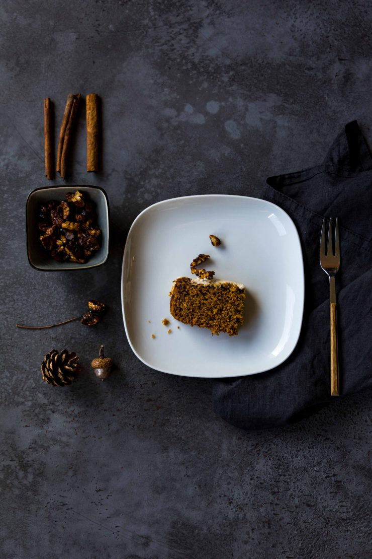Kürbiskuchen mit Pekannuss-Topping // Pumpkin cake with pecans topping by https://babyrockmyday.com/kuerbiskuchen-mit-pekannuss-topping/