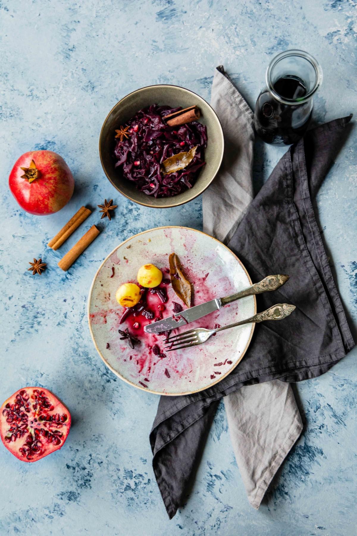 Wintermenü mit Rotkohl und Entenkeule // Dinner with red cabbage and Duck leg by https://babyrockmyday.com/rotkohl-und-entenkeule/