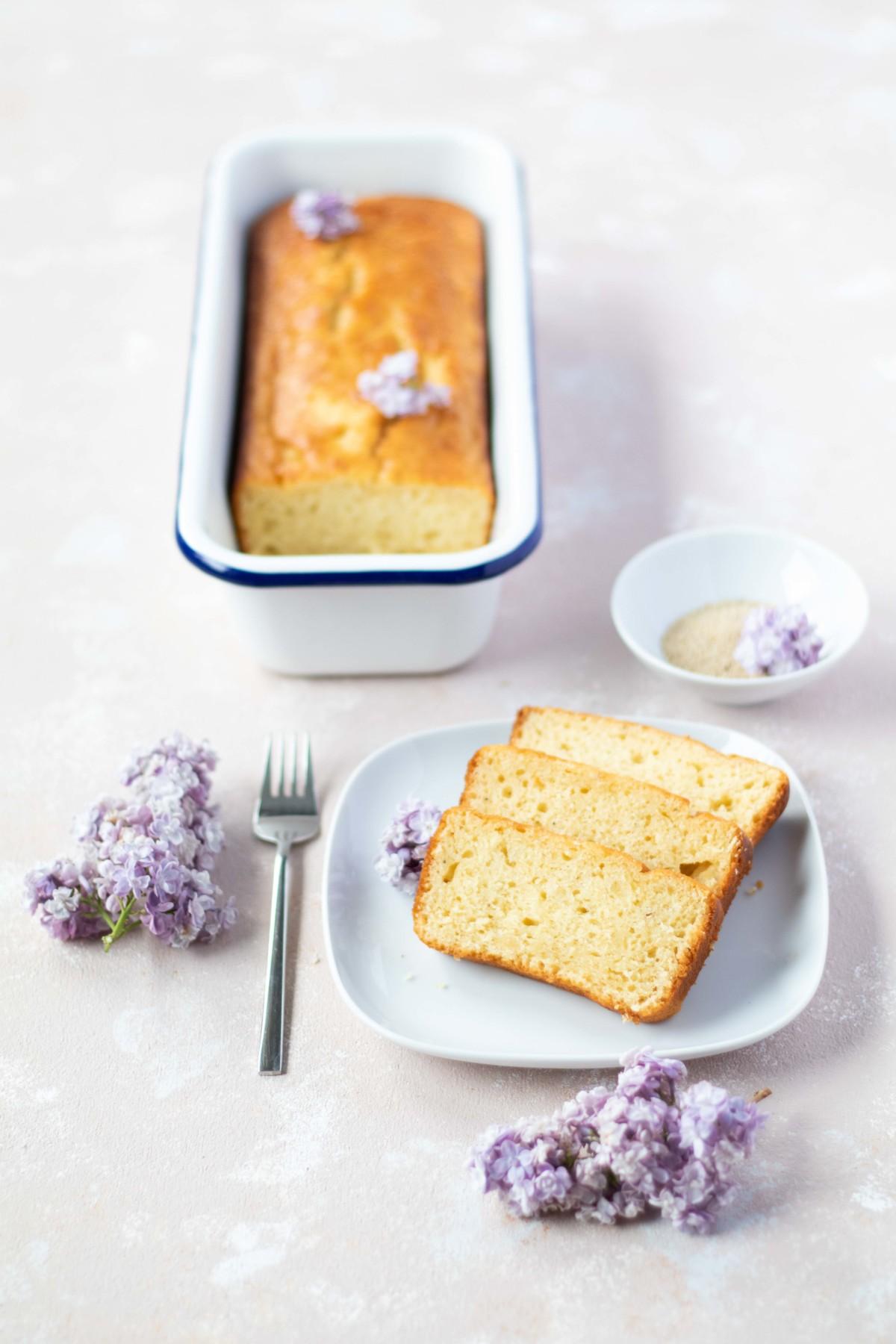 Orangenkuchen mit weißem Mohn // Orange cake with white poppy seeds by https://babyrockmyday.com/orangenkuchen-mit-weissem-mohn/