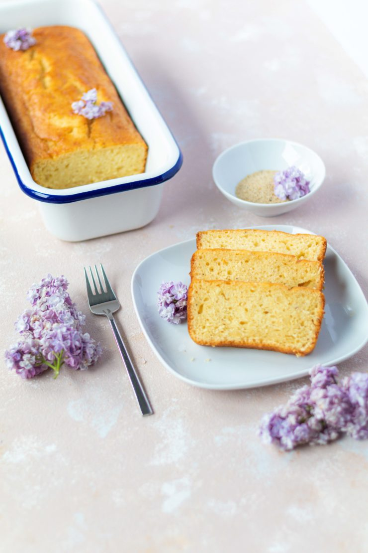 Orangenkuchen mit weißem Mohn // Orange cake with white poppy seeds by https://babyrockmyday.com/orangenkuchen-mit-weissem-mohn/
