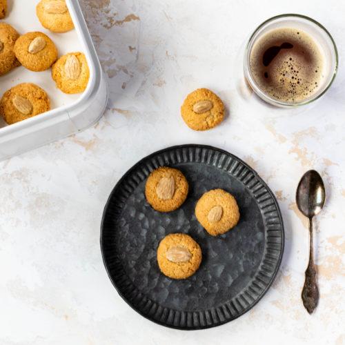 Amarettini selber machen // Amaretti Biscuits by https://babyrockmyday.com/amarettini/