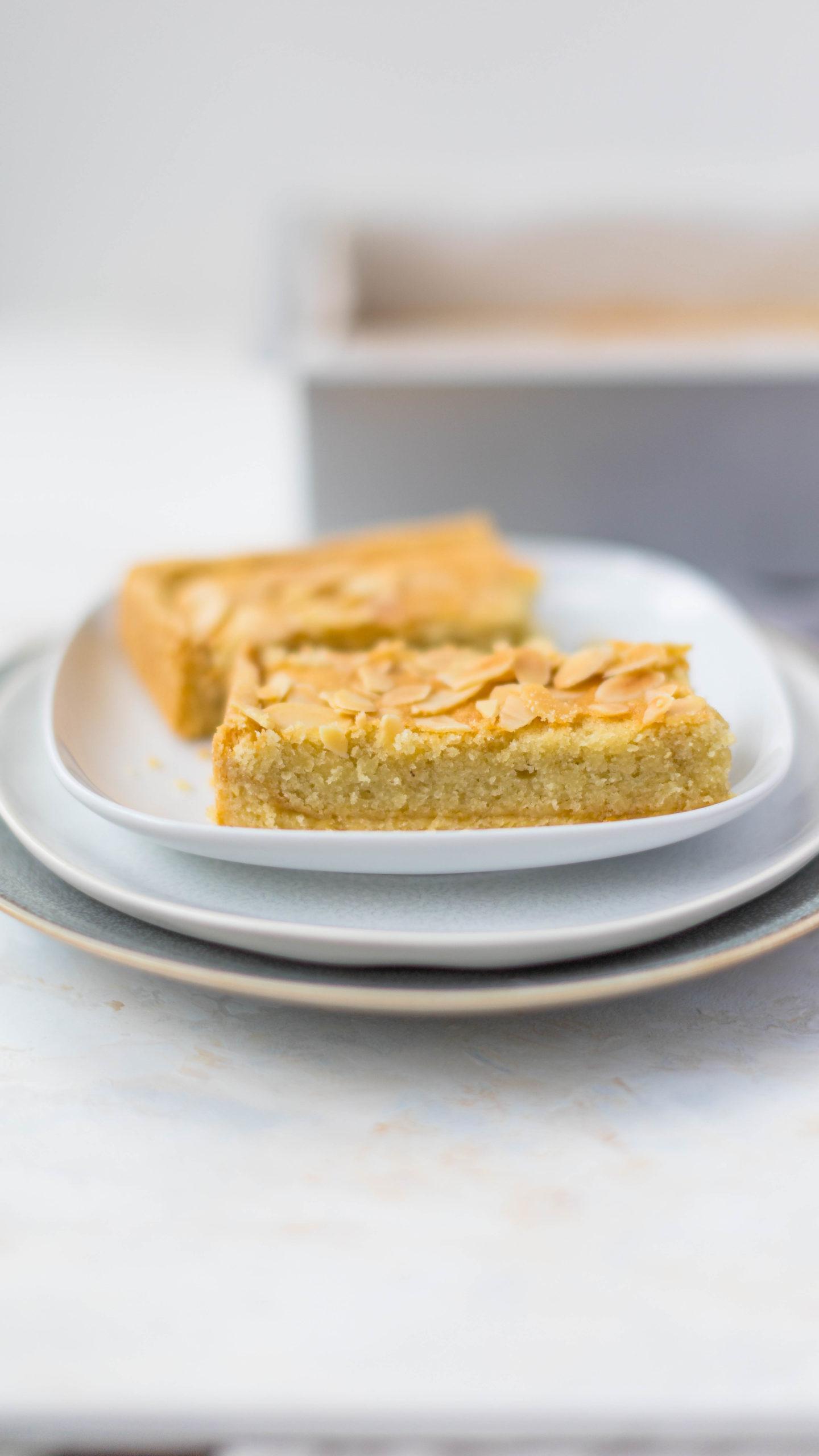 Bakewell Tarte mit Aprikosenmarmelade // Bakewell frangipane tarte with apricot jam by https://babyrockmyday.com/bakewell-tarte