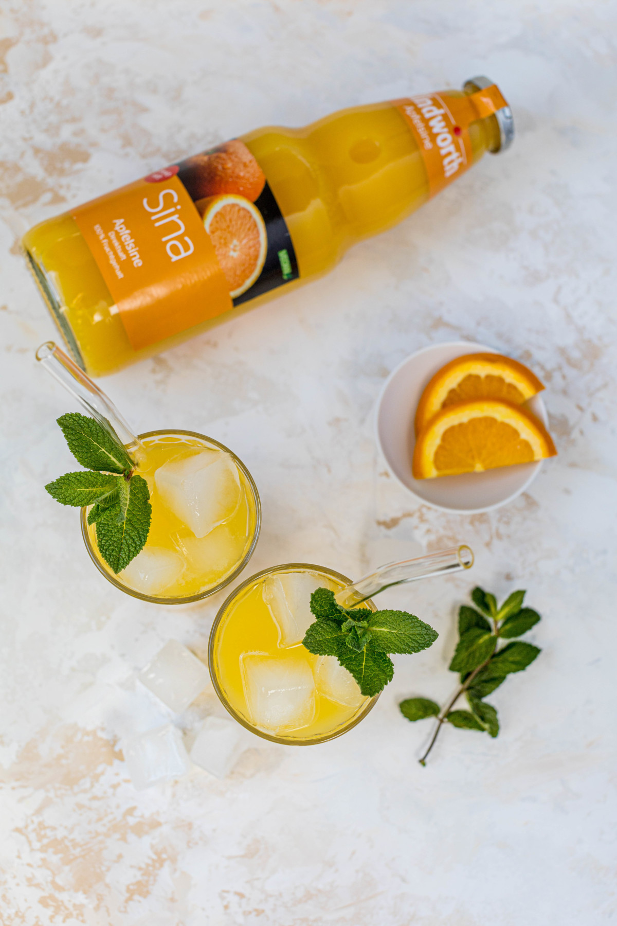 Orange Crush Cocktail mit Wodka und Minze // Orange Crush Cocktail with vodka and mint by https://babyrockmyday.com/orange-crush-cocktail/