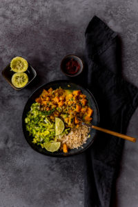 Veganes Curry mit Süßkartoffeln // Vegan sweet potatoe Curry by https://babyrockmyday.com/veganes-curry-mit-suesskartoffeln