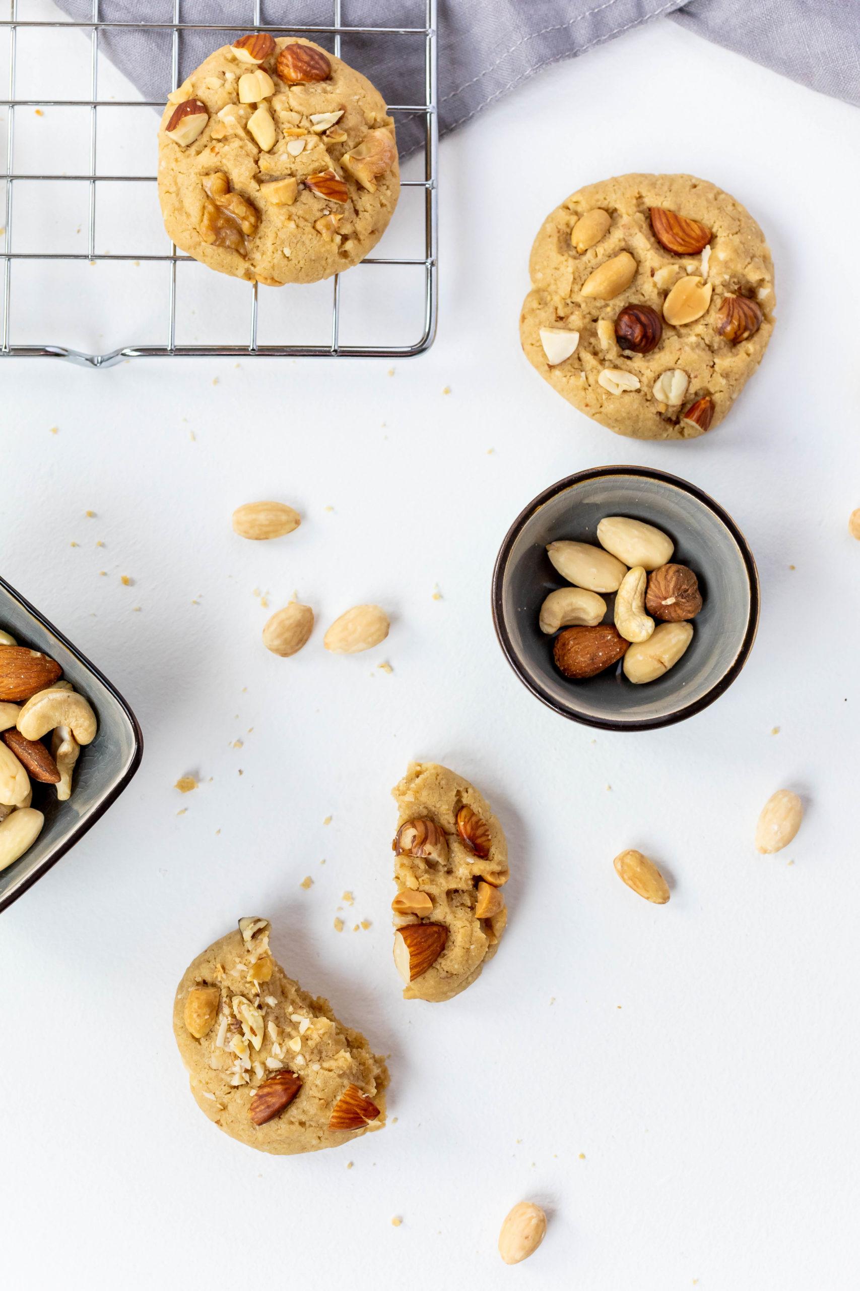 Nuss Cookies mit Tahin Sesammus // Nutty Tahini Cookies by https://babyrockmyday.com/nuss-cookies/