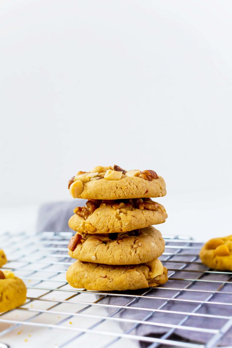 Nuss Cookies mit Tahin Sesammus // Nutty Tahini Cookies by https://babyrockmyday.com/nuss-cookies/