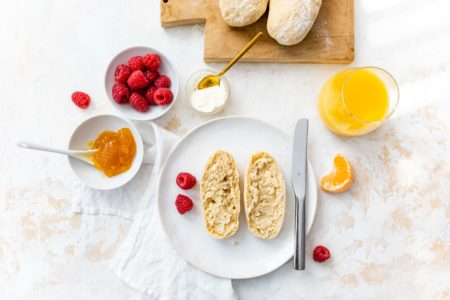 Dinkelbrötchen für´s Sonntagsfrühstück // Spelt breakfast buns by https://babyrockmyday.com/dinkelbroetchen/