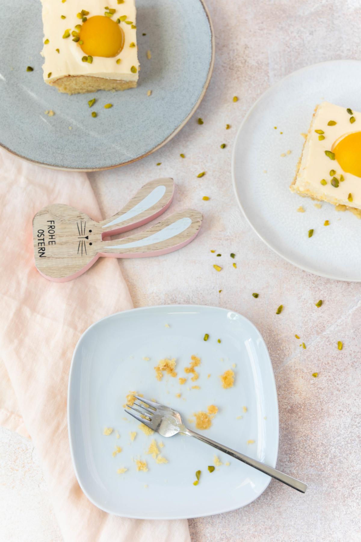 Tipps für Ostern: Spiegeleikuchen / german fried egg cake by https://babyrockmyday.com/spiegeleikuchen/