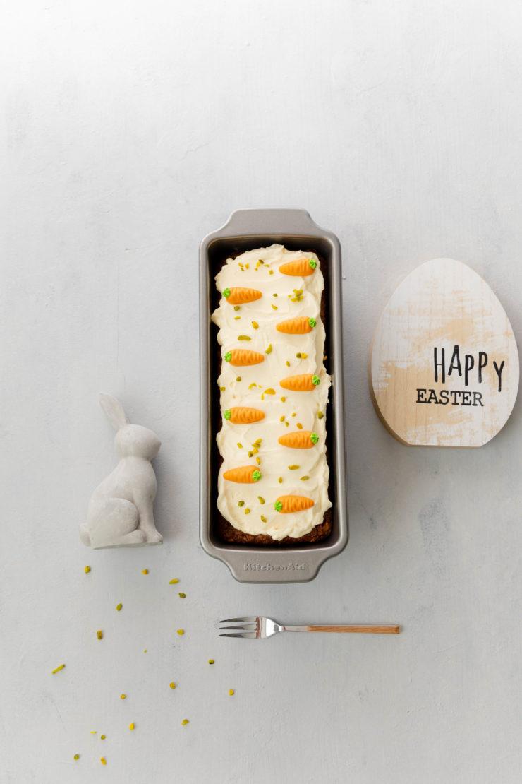 Tipps für Ostern: Karotten-Haselnusskuchen // Carrot cake with Hazelnuts by https://babyrockmyday.com/karotten-haselnusskuchen/