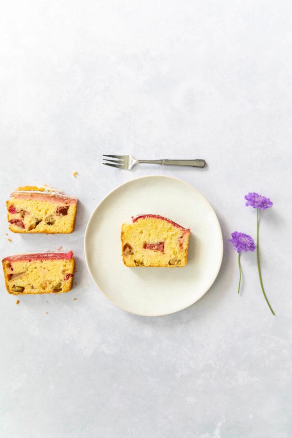 Rhabarber-Kastenkuchen mit Kardamom // Rhubarb cake with cardamom by https://babyrockmyday.com/rhabarber-kastenkuchen-mit-kardamom/
