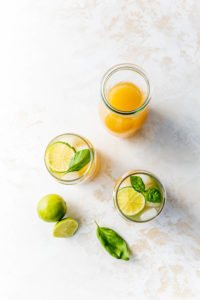 Ingwer-Eistee mit Basilikum und Apfelsaft // Ginger Icetea with basilikum and lime by https://babyrockmyday.com/ingwer-eistee/