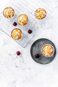 Kirsch-Mandel-Muffins // Cherry Almond Muffins by https://babyrockmyday.com/kirsch-mandel-muffins/