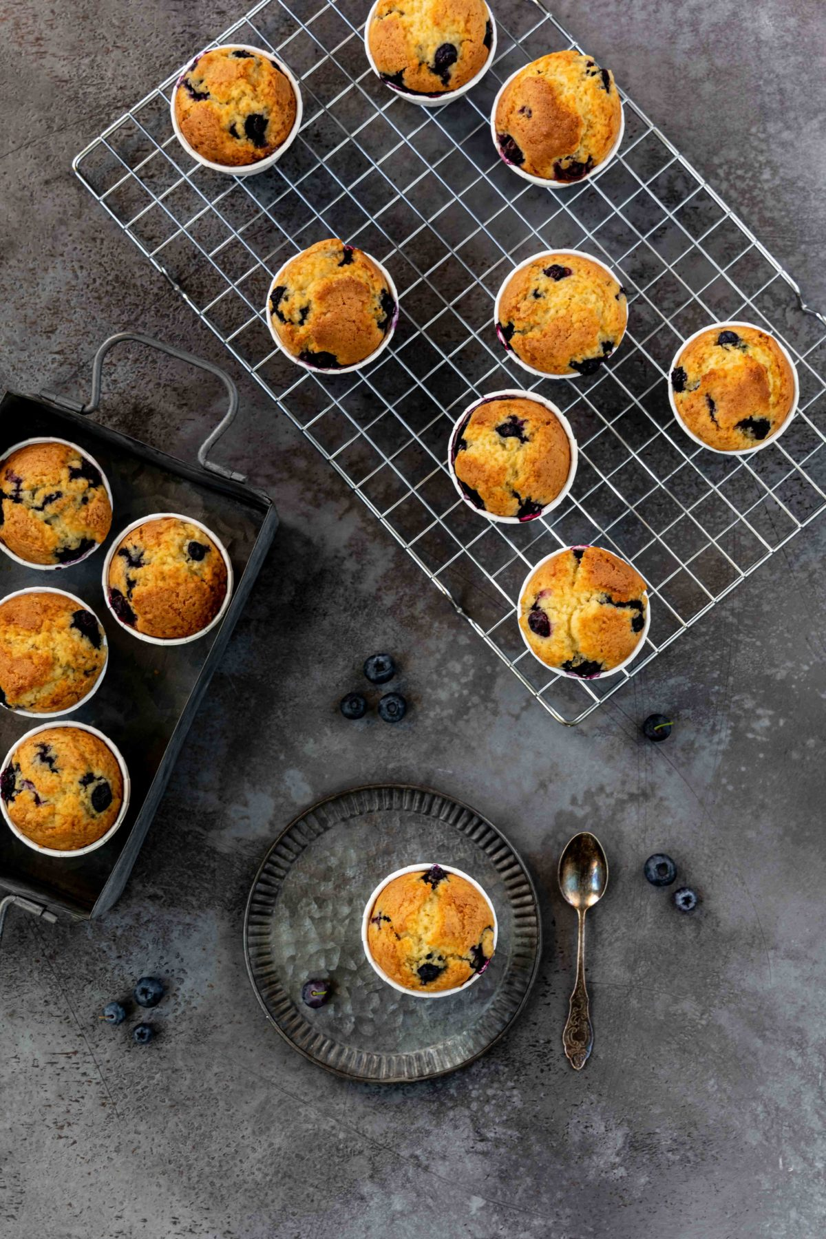 Blaubeer-Muffins // Blueberry Muffins by https://babyrockmyday.com/blaubeer-muffins/