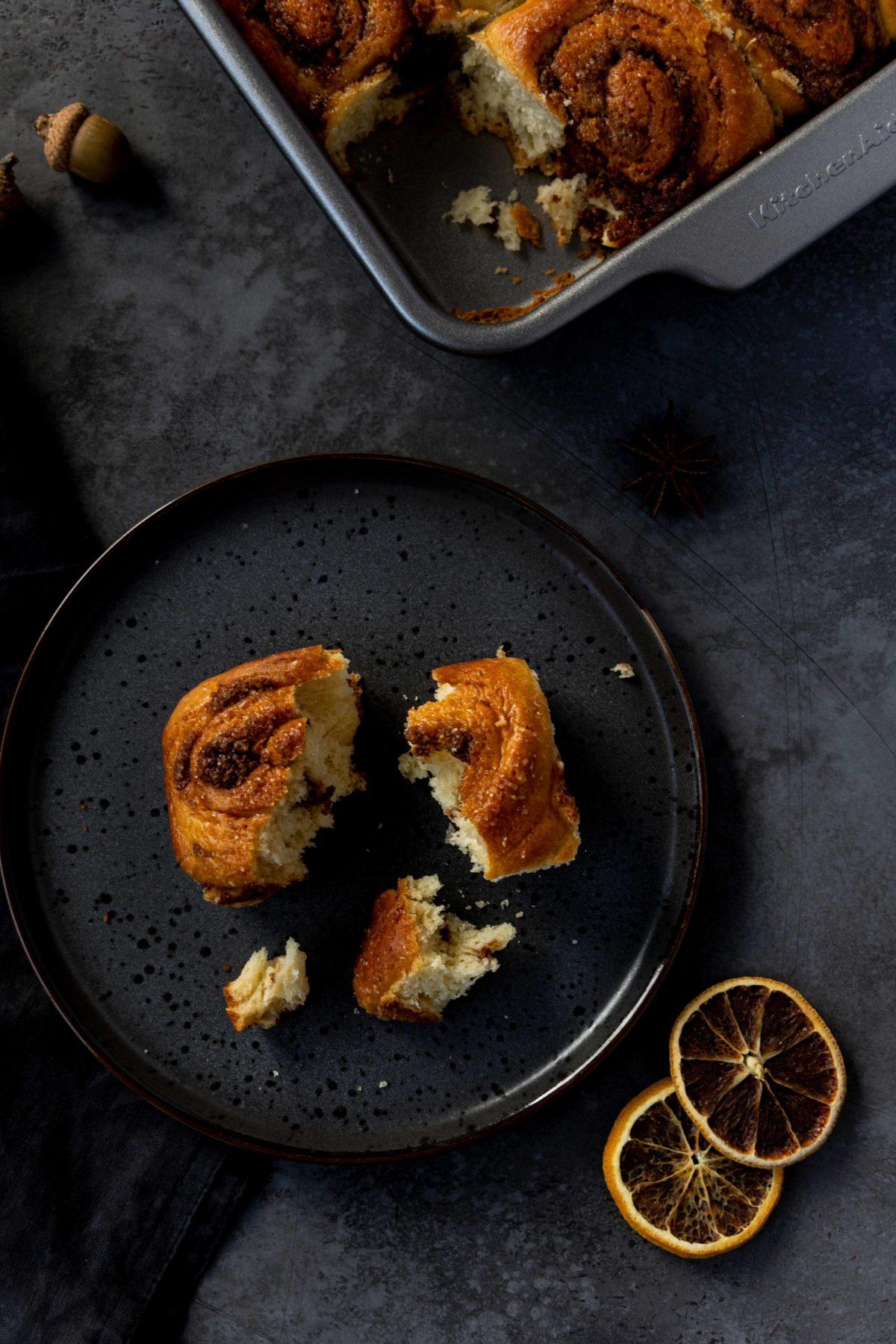 Zimtschnecken mit Nutella-Orangen-Füllung // Cinnamon Rolls with nutella and orange by https://babyrockmyday.com/zimtschnecken-mit-nutella-orangen-fuellung/