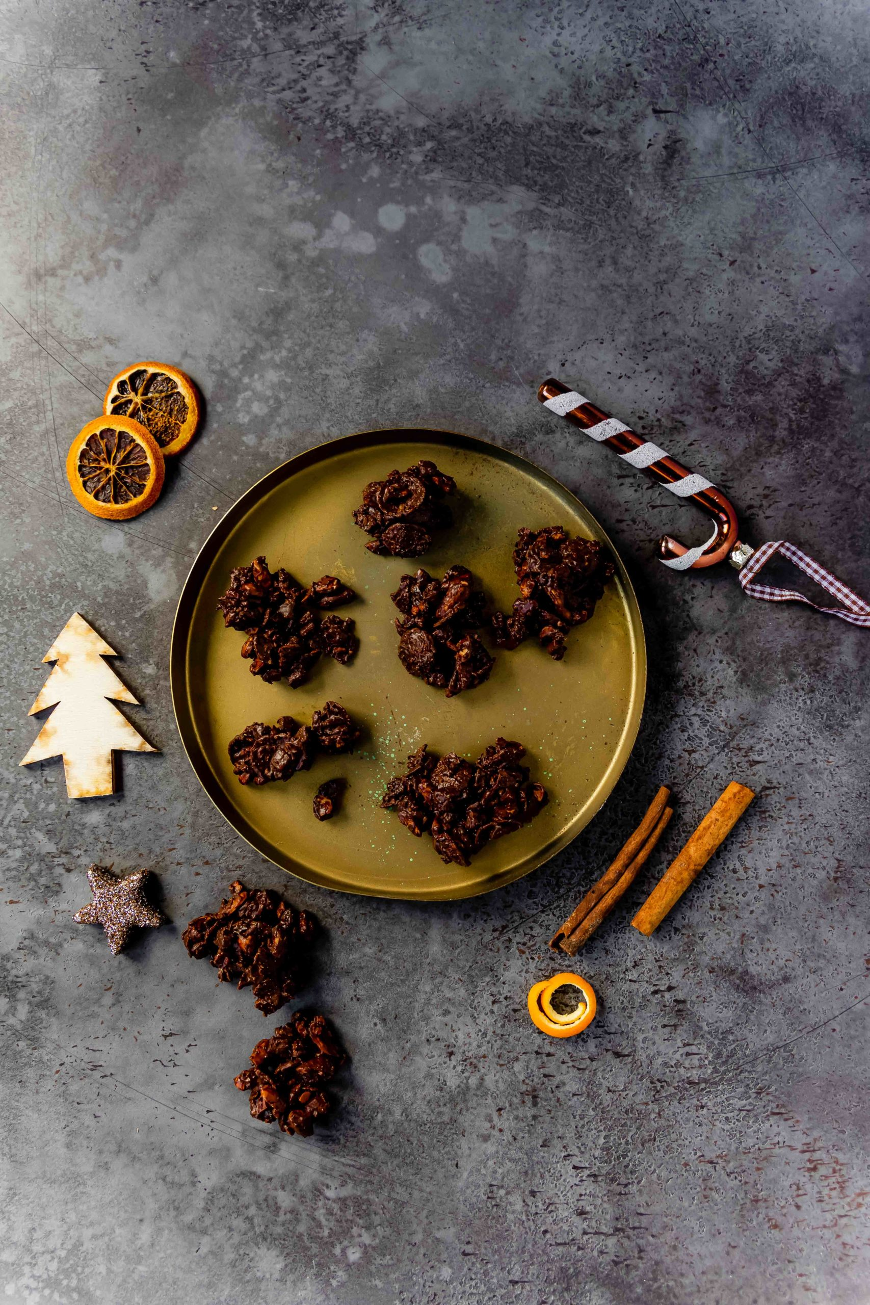 Schoko-Orangen-Crossies // chocolate crunch bites by https://babyrockmyday.com/schoko-orangen-crossies/