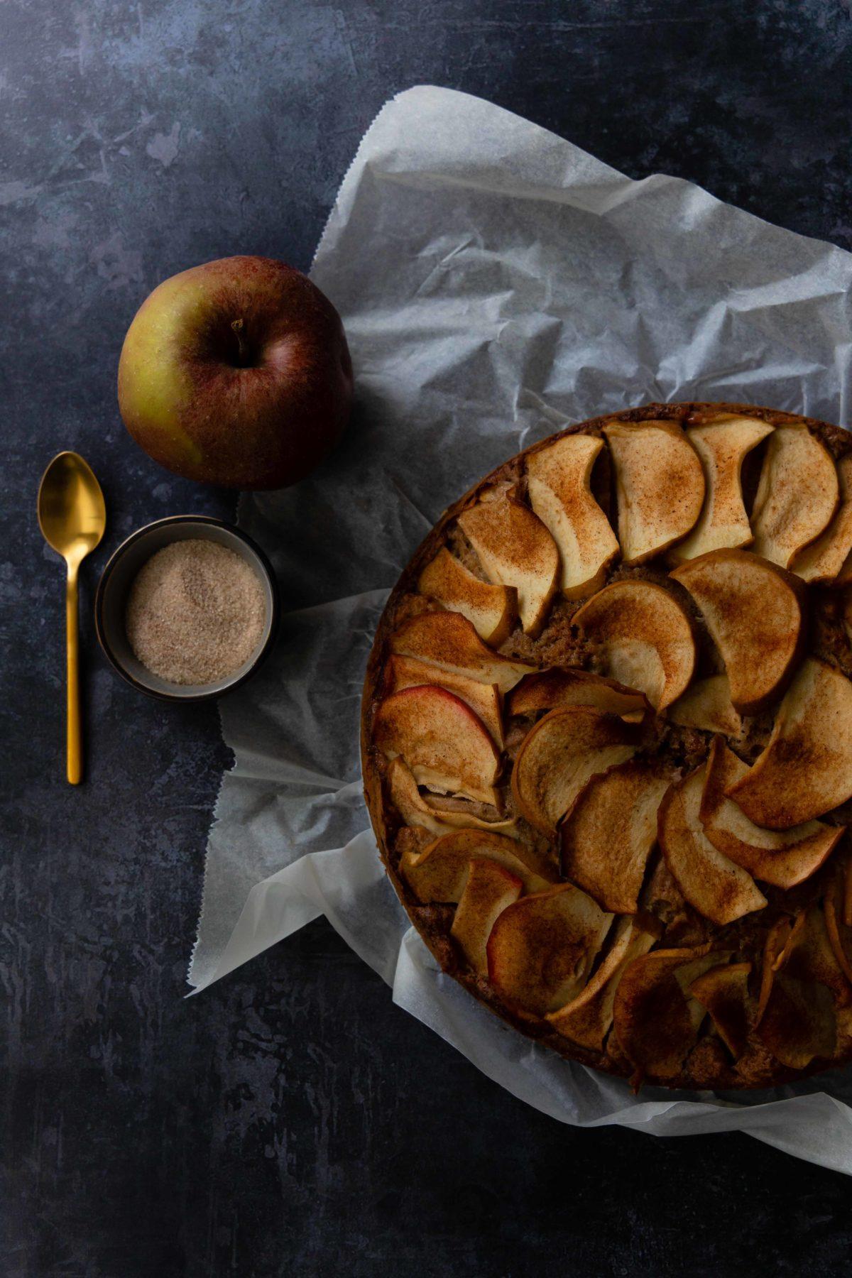 Perfekt im Herbst: Apfel-Gewürzkuchen / Apple spice cake by https://babyrockmyday.com/apfel-gewuerzkuchen/