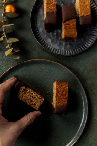Tipps für Weihnachten: vegane Lebkuchen-Sticks // vegan Gingerbread Sticks by https://babyrockmyday.com/lebkuchen-sticks/