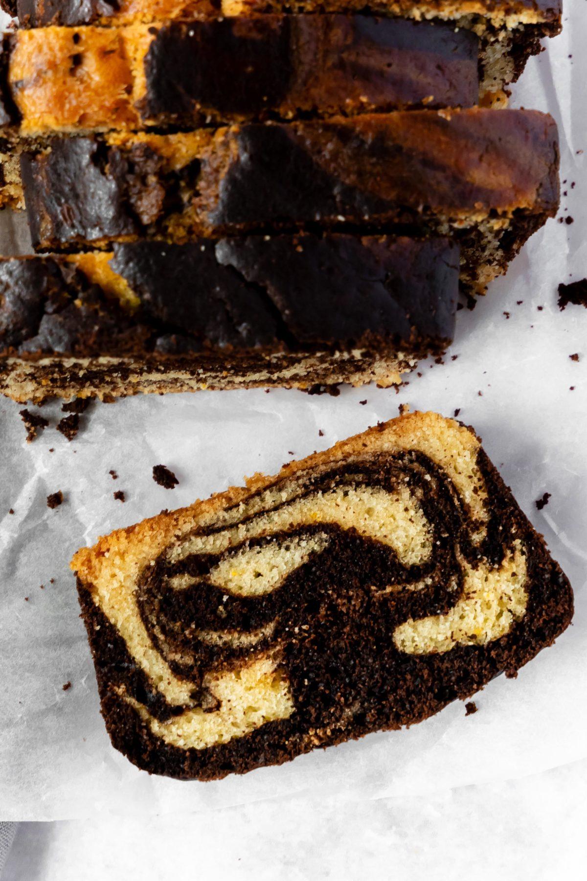 Veganer Marmorkuchen mit Orange und Espresso // Vegan marble Cake with espresso and orangezest by https://babyrockmyday.com/veganer-marmorkuchen/