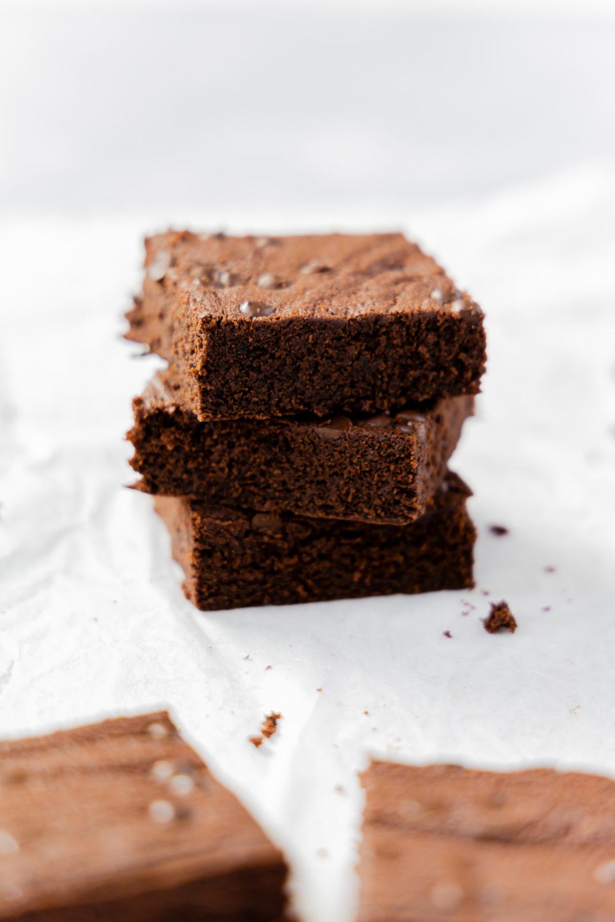 Kaffee Brownies// Coffee Brownies by https://babyrockmyday.com/kaffee-brownies/