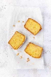 Zitronenkuchen ohne Funfetti // Lemon Cake by https://babyrockmyday.com/zitronenkuchen-ohne-funfetti/