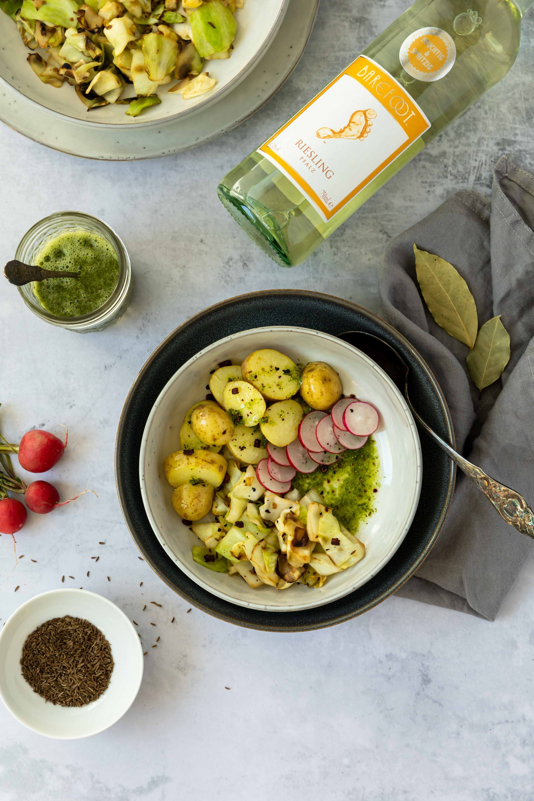Pfälzer Halbleinen und ein passender Riesling // cabbage and potato dish by https://babyrockmyday.com/pfaelzer-halbleinen-und-ein-riesling/