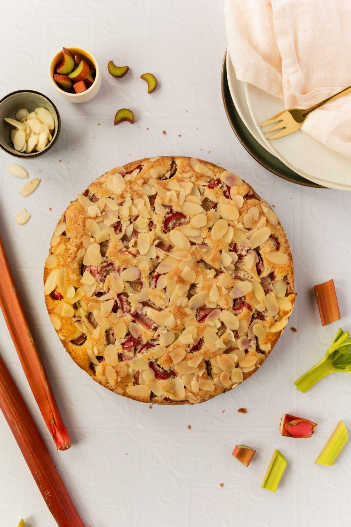 Rhabarber Mandel Kuchen mit Amaretto // Rhubarb almond Cake with amaretto by https://babyrockmyday.com/rhabarber-mandel-kuchen/