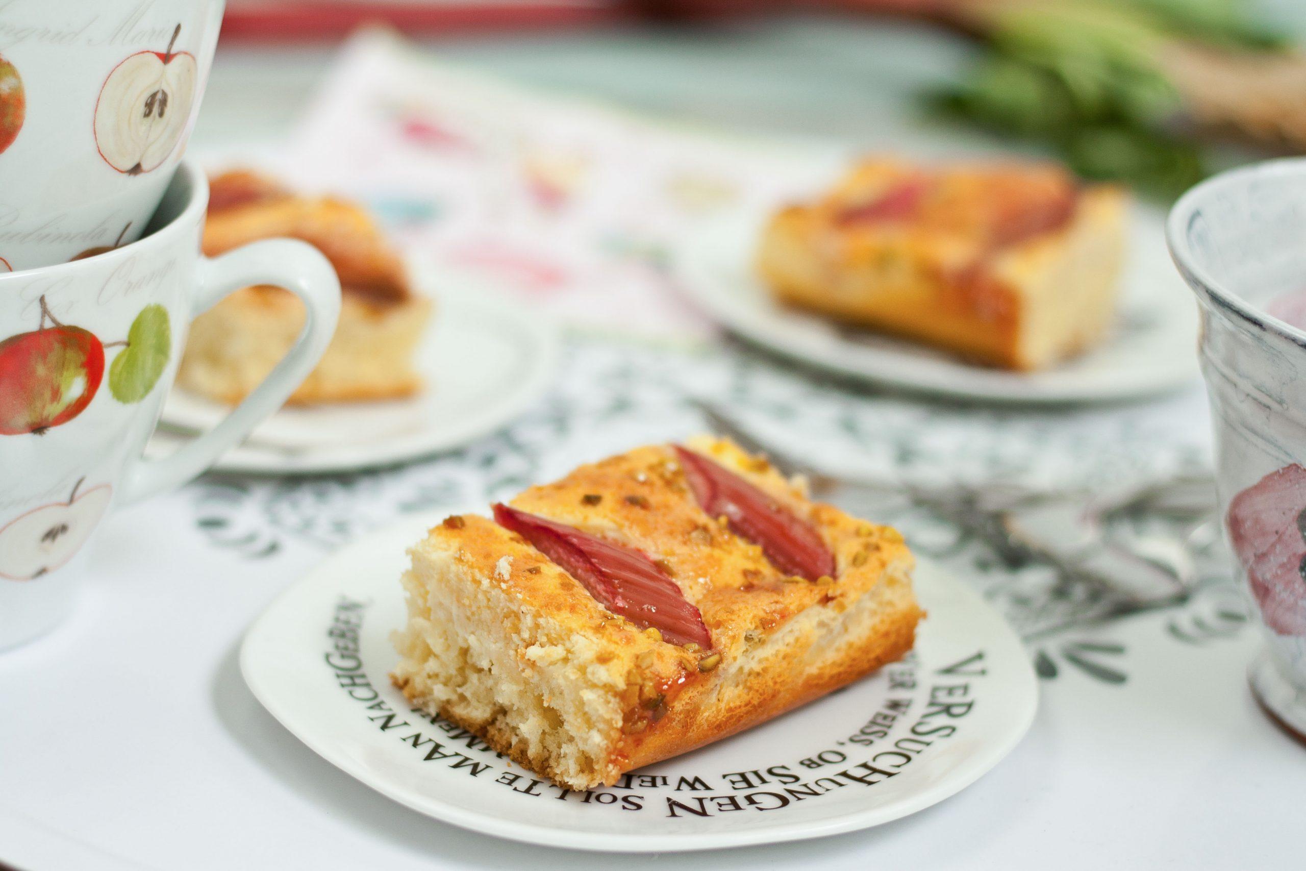 Rhabarber Blechkuchen // Rhubarb Sheet Cake By http://babyrockmyday.com/rhabarber-blechkuchen/